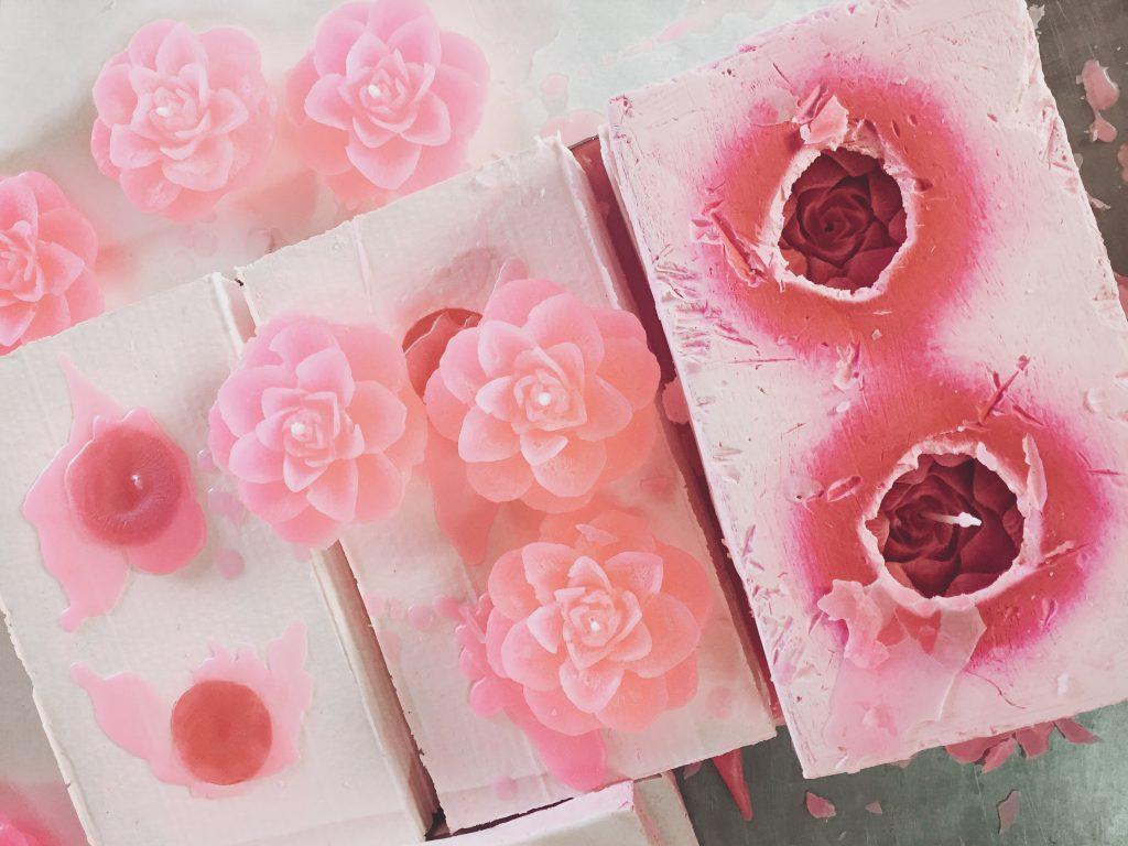 velas hechas de rosas en agros chipre