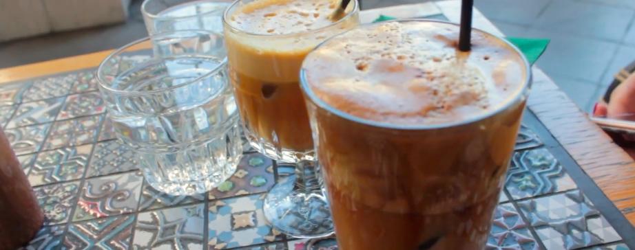 café griego frappé cultura griega viajar eslou