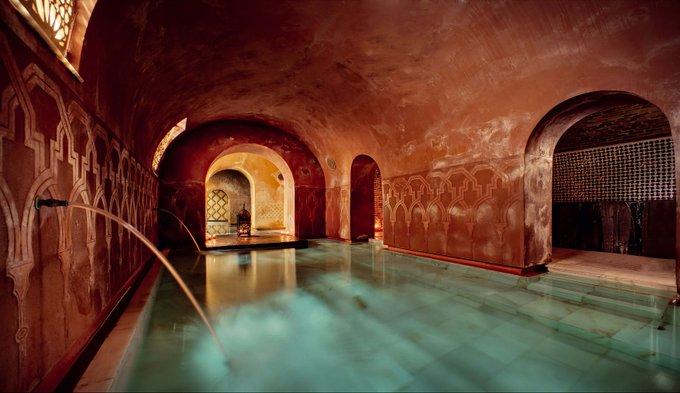 uno de los más de los 30 baños árabes de la provincia granadina