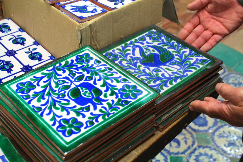 Fajalauza-granadina-por-@viajareslou-viajar-eslou-turismo-responsable-ceramica-1Fajalauza-granadina-por-@viajareslou-viajar-eslou-turismo-responsable-ceramica-1