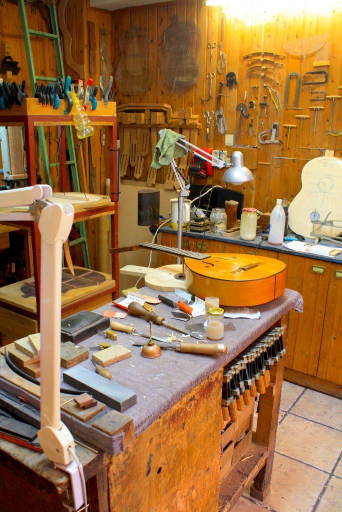 luthier-granada-guitarrero-guitarra-clasica-flamenco-turismo-responsable-y-artesania-@viajareslou-viajar-eslou