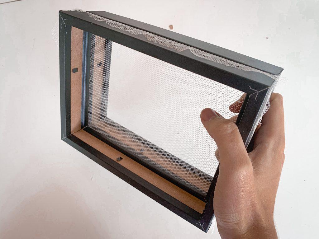bastidor-improvisado-para-manualidad-de-papel-reciclado